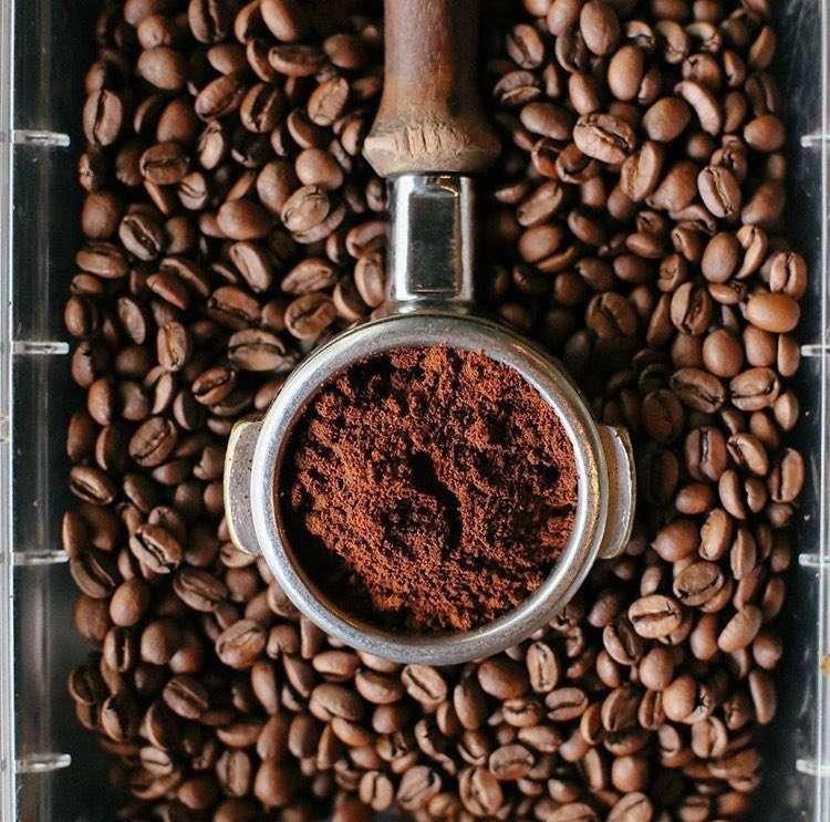 """اليوم العالمي للقهوة ومغردون ينشرون هاشتاق يوم القهوه العالمي  """" البن اليمني """""""